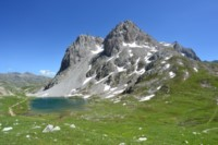 lac rond above refuge drayeres alpine trek france